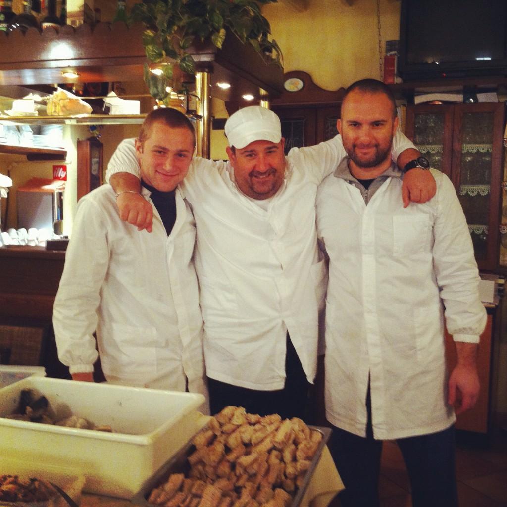 Alex, Paolo e Massimo nel laboratorio de La Taverna dei Poeti a Capoliveri