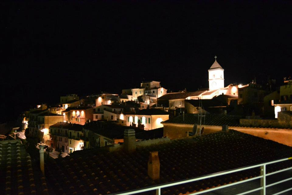Capoliveri by night (Foto di Massimo Donisi)