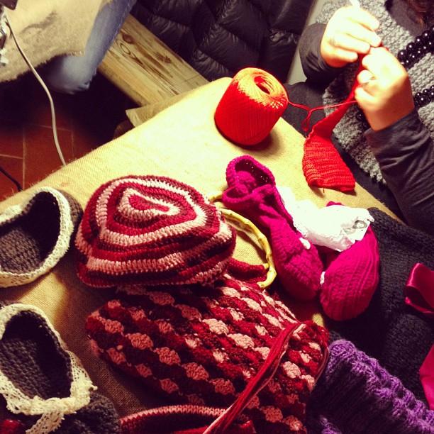 Cappelli e sciarpe fatte a mano (Foto di C.Colnago)