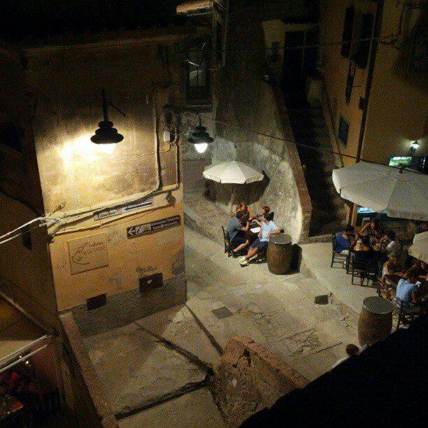 Capoliveri by night (Foto di Sergio Giusti)