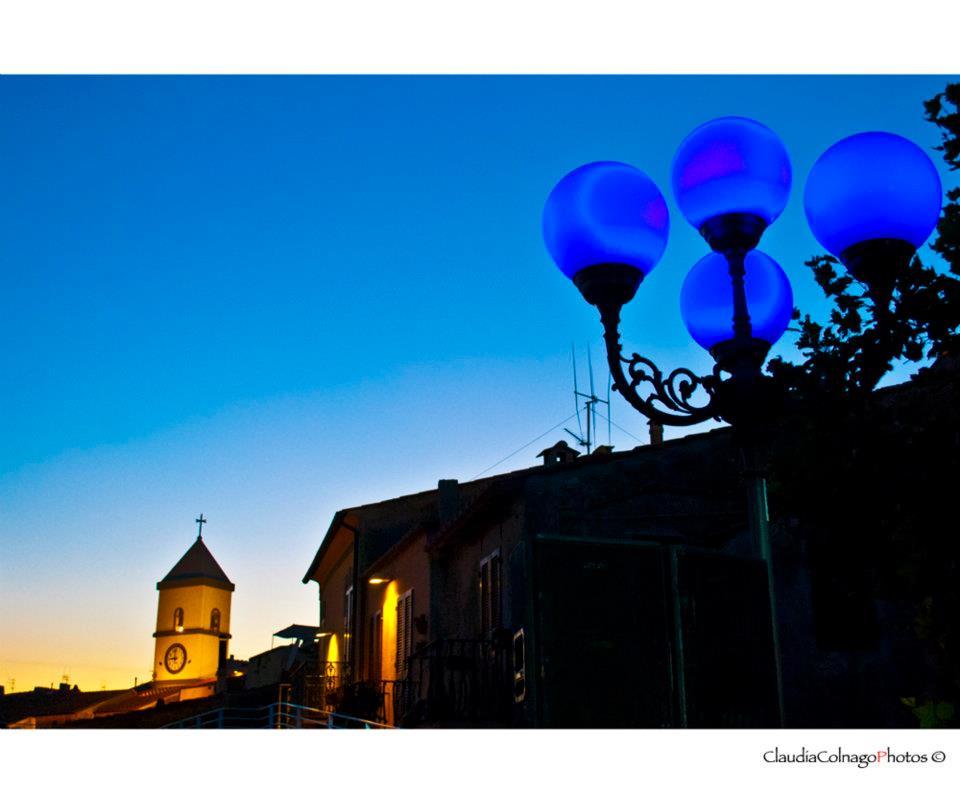 Il campanile e il lampione, Notte BLU 2012 (Foto di C.Colnago)