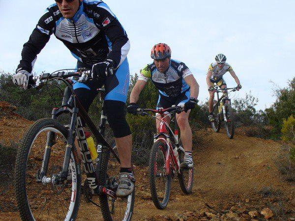 Atleti durante gara (Foto di Capoliveri Bike Park)