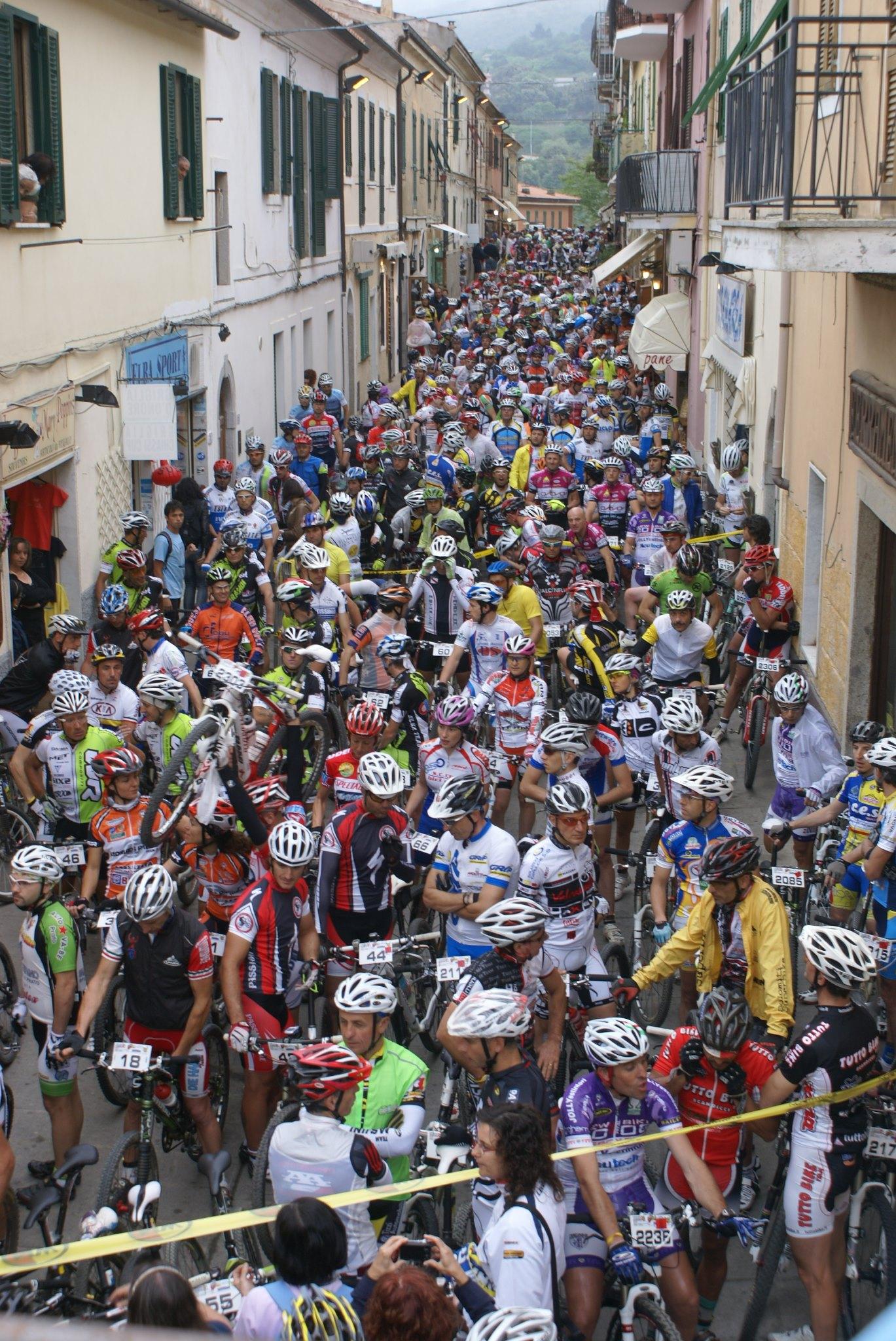 Atleti alla partenza (Foto di Capoliveri Bike Park)