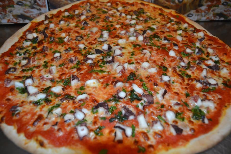 Pizza al polpo (Foto A.Senatore)