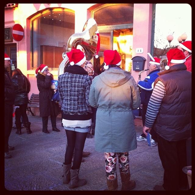 Distribuzione doni natalizi (Foto Comune di Capoliveri)