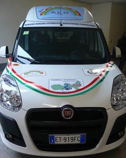 Il nuovo mezzo per disabili (Foto Comune di Capoliveri)