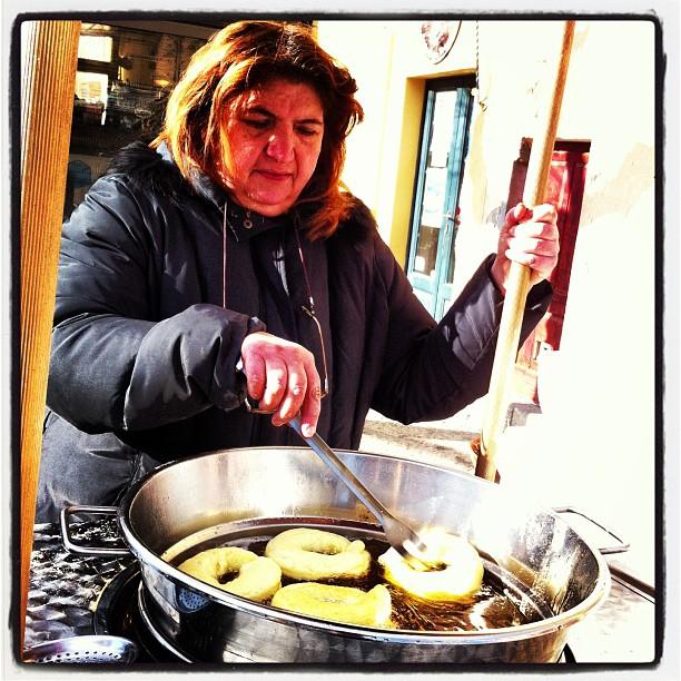 Preparazione frati fritti (Foto Comune di Capoliveri)