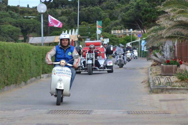 In strada (Foto Vespa Club Capoliveri)